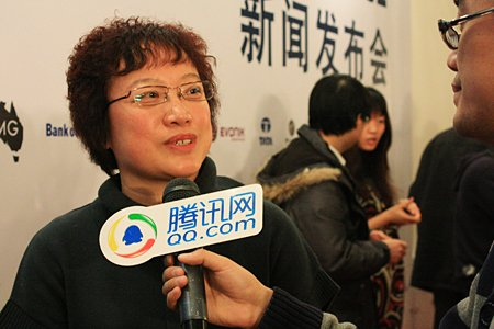 图文:蒙牛副总裁赵远花接受腾讯网采访
