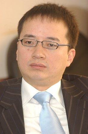 上海地产商王征拟全盘收购亚视股权