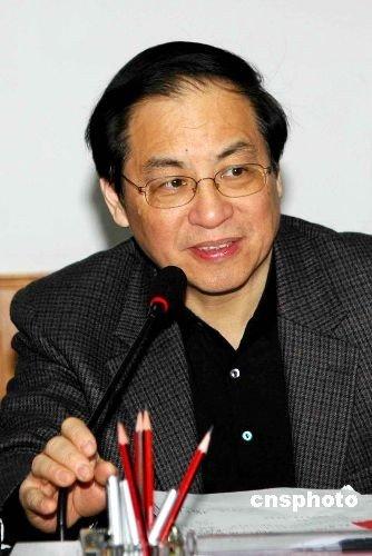 刘明康:抑制投机行为 不愿看到房价大起大落