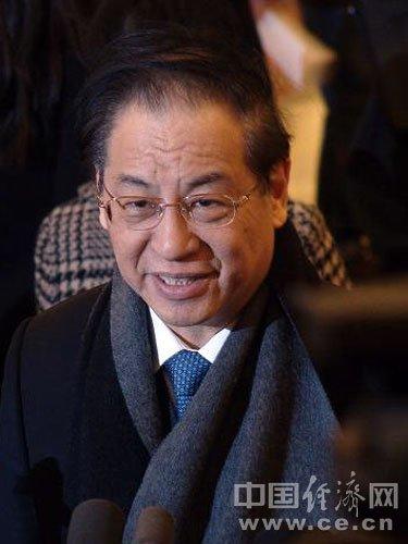 刘明康:银行不良贷款余额首降至5000亿元以下