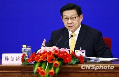 陈德铭:中国将以渐进可控方式改革人民币汇率