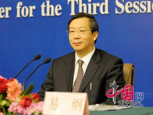 易纲:中国大陆正推行小额外币兑换点试点