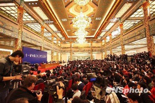 温家宝:香港将按基本法循序渐进发展民主政治