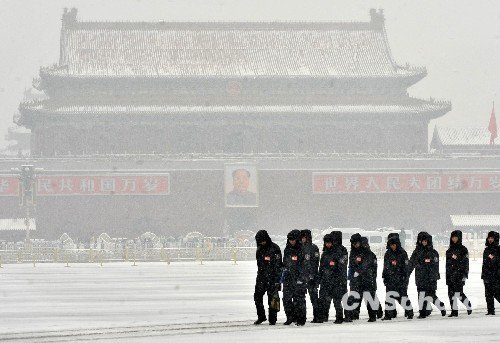 图:全国两会瑞雪中落幕