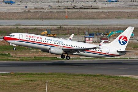 东航波音737客机迫降郑州 乘客见引擎着火