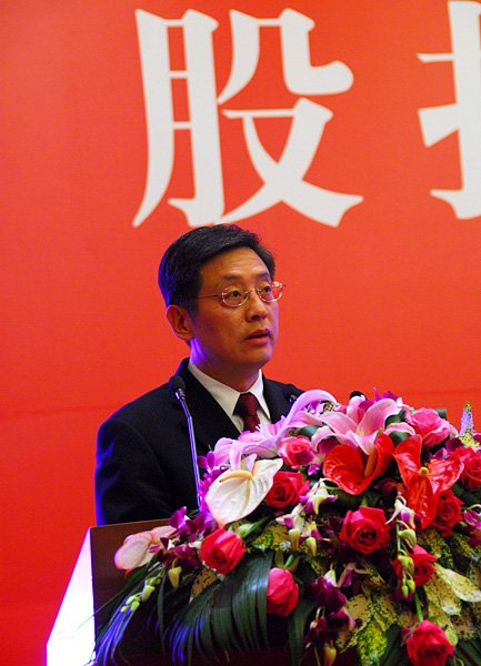 图文:上海市市委常委、副市长屠光绍