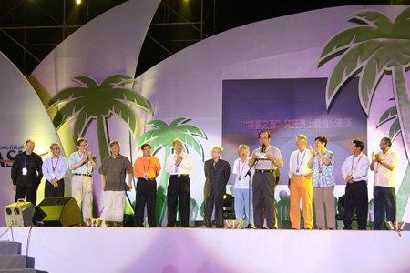 博鳌之夜嘉宾上台表演