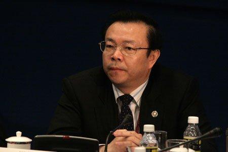 图文:华融资产管理总裁赖小民在圆桌会议现场