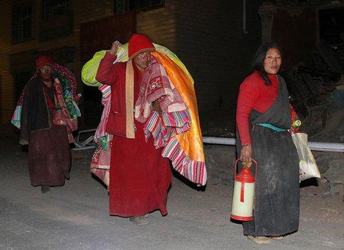 青海玉树地震死亡人数已升至617人
