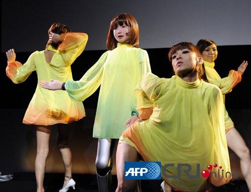 日本研制美女机器人 能像真人一样唱歌跳舞