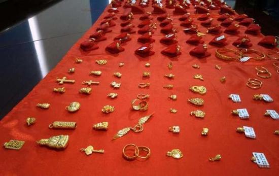 考古发现秦桧家族墓 金器铺满地宝贝值万金