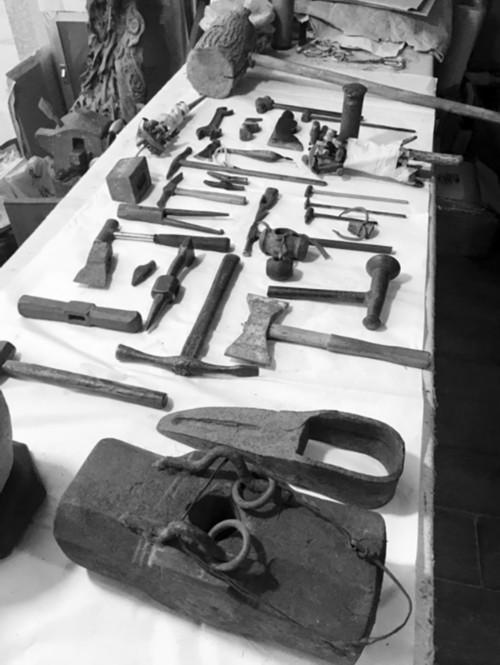男子17年花百万元收藏上千把铁锤:愿捐给国家