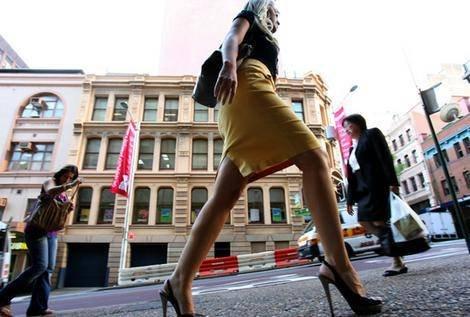 白俄罗斯美女为高跟鞋疯狂