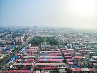 2017年7月5日,俯瞰雄县。4月1日,中共中央、国务院决定设立雄安新区。 新京报记者 王子诚 摄