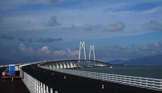 2017年6月8日,世界上最長的跨海大橋-港珠澳大橋全線貫通在即。圖片來源:視覺中國