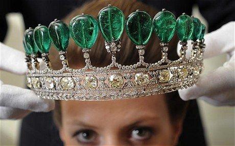 全球最贵镶钻王冠788万英镑天价售出(组图)