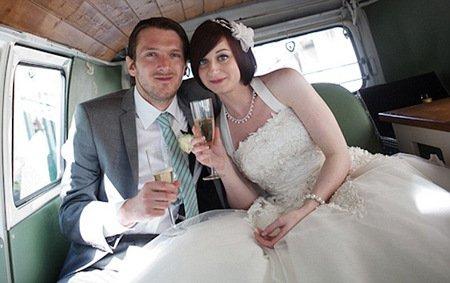 与老师做爱15p_英国已婚男教师与15岁女生私奔 遭警方追捕(图)