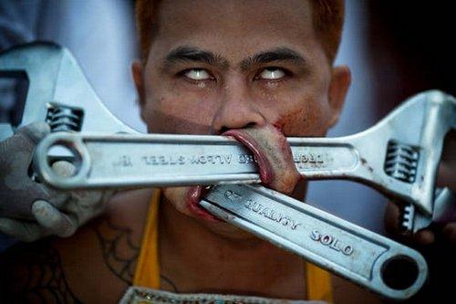 世上最恐怖的人体穿刺