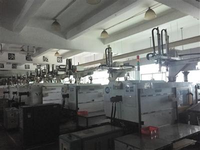 福昌厂房内工人寥寥,大批设备闲置。