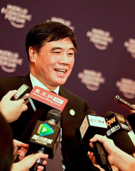张晓强在达沃斯论坛开幕式后接受记者采访