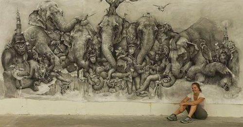 当时这幅描绘动物园中异国动物的铅笔画宽8英尺(约2.