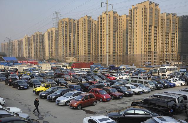 图为中国安徽合肥的一个二手车市场,图片来源: jianan yu /路透社图片