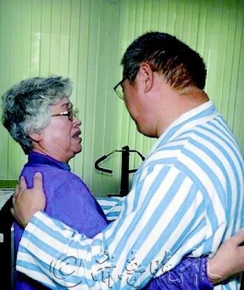 囚犯裴俊浩之母抵朝探子