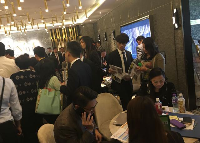 【一线】李嘉诚中环新豪宅折22%开盘 最低每平不足20万