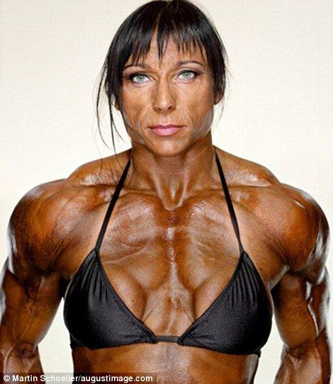 健美肌肉女写真_世界上最强壮的肌肉美女