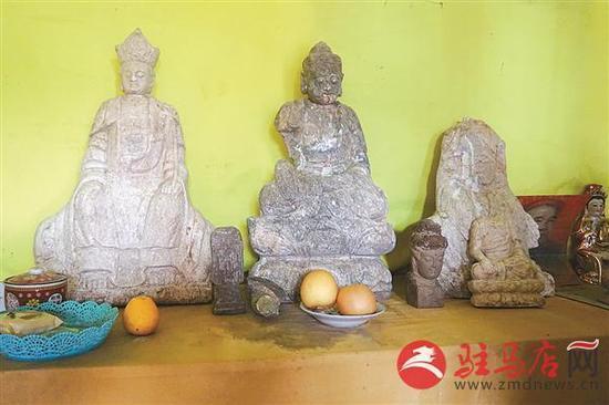 一古庙院内挖出明代佛像 猜测可能是村民埋的
