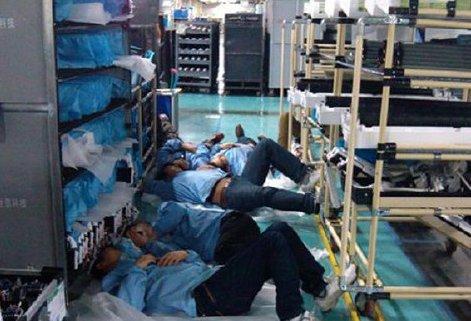 工人在车间休息