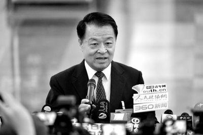 交通运输部部长杨传堂接受记者采访。京华时报记者王海欣摄