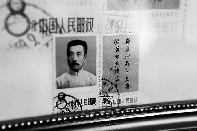 七旬翁收藏十几万张邮票 开设博物馆展示邮票发展史
