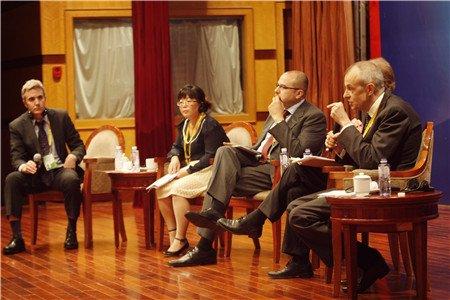 图文:圆桌讨论三新形势下的中阿投资机会前景