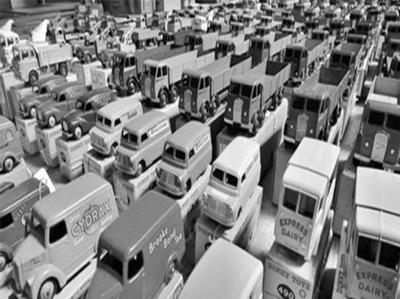 英收藏者拍卖999件玩具车藏品 价值够买法拉利