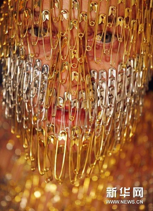 组图:金光闪闪的人体艺术