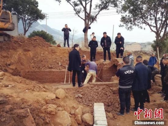 浙江黄岩发现一东晋士大夫墓 出土青瓷器两件