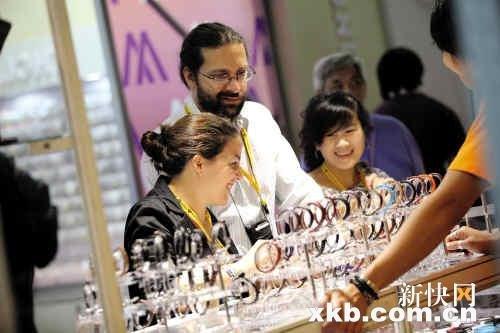 全球最大型珠宝展在香港举行 价格均看涨