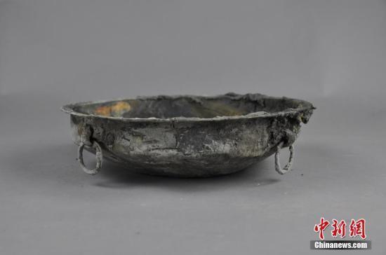 成都双元村发现260座古墓葬 出土600余件青铜器