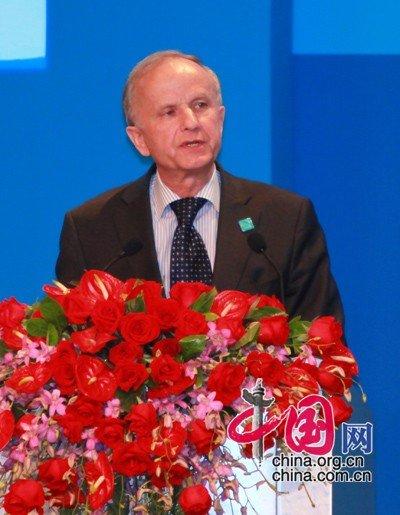 图文:波兰前副总理格泽高滋·科勒德克先生演讲