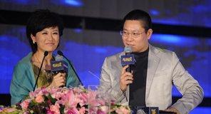 CCTV财经频道主持人沈竹与姚长盛搭档主持