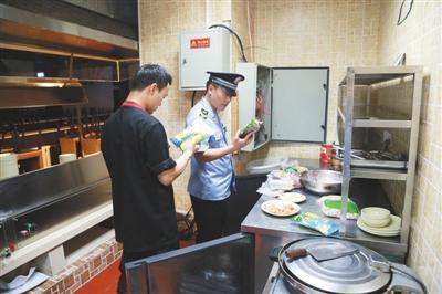 """汉丽轩卖""""口水肉""""被停业 加盟店多次查出问题"""