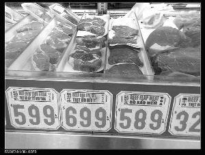 网友晒美国超市价格标签 鸡翅苹果都比国内便宜