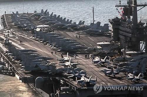 美军卡尔-文森号核动力航母抵达韩国釜山(图)