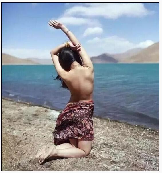女子在西藏拍裸照 艺术不该是借口
