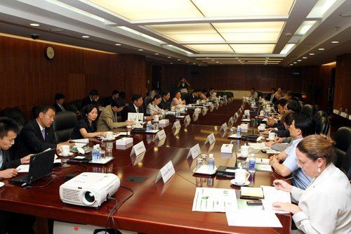 6月9日,蒋耀平副部长在京出席2010年中国绿色产业和绿色经济高科技国际博览会吹风会
