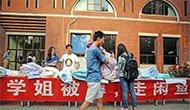 清华男生卖学姐被褥 一天进账万元