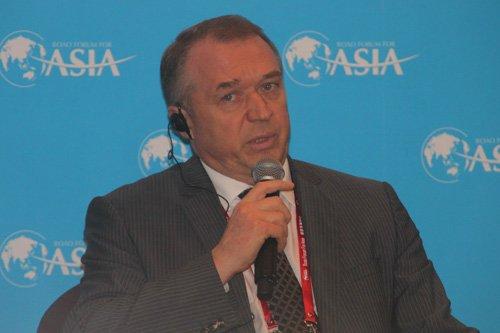 图文:俄罗斯工商联合会主席卡特林