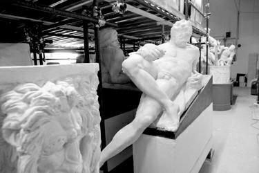 日夜加撸大师_艺术大师雕塑名作《昼夜晨暮》意大利翻制现场