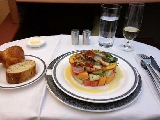 新加坡航空公司头等舱食物.-对比各国头等舱和经济舱的食物
